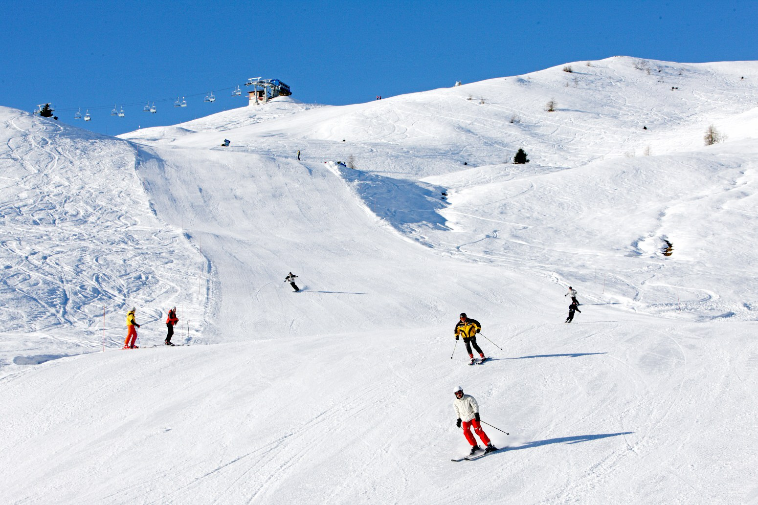 group_ski_holiday_Italy.jpg
